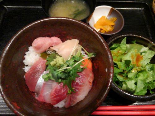 お昼は海鮮丼~♪西新橋